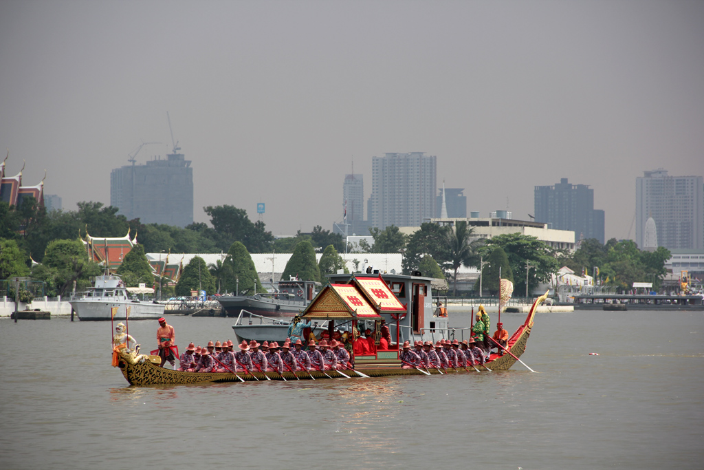 Paddling upstream prior to the procession