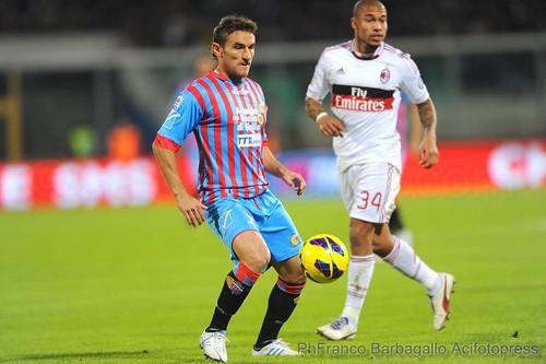 Il Catania perde a testa alta, il Milan vince a cresta bassa$