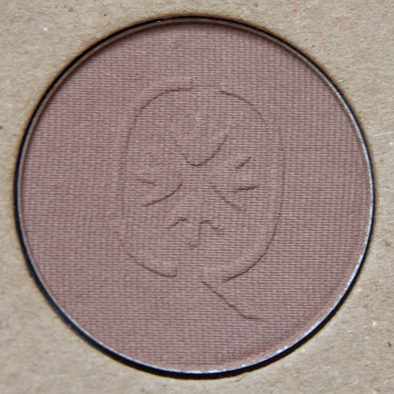 Organiqs 033 dusty brown organic eye shadow1