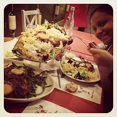 Bondiééééé Fait en sorte qu'elle ai asséééé loooooll !!!! #instagram #instapics #instafood #foodporn #food #pedra #alta #pedralta #lovefood #foodlove #hungry #viande #france #riz #boeuf #salade #jahmelia #ludivine #khanelle #audrey #isabelle