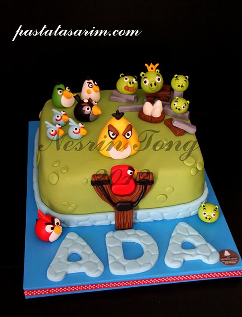 ada angry birds cake. (Medium)