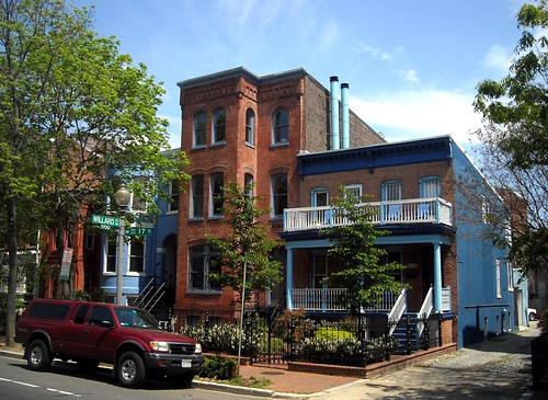 historic homes within walking distance of downtown DC (by: NCinDC, creative commons)