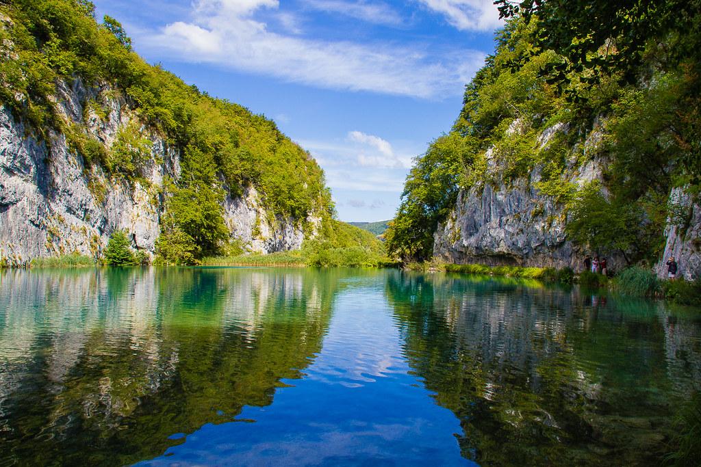 プリトヴィツェ湖群国立公園の湖の景色