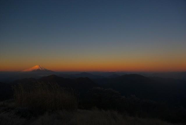 蛭ヶ岳から富士山と南アルプスを望む