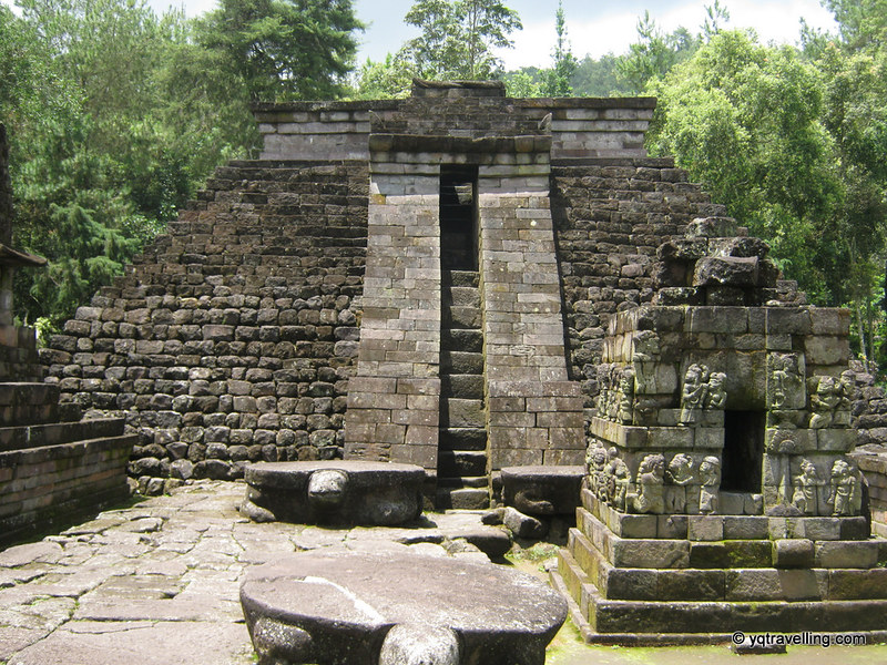 To the altar of Candi Sukuh