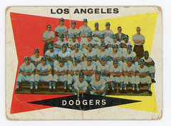 1960 Topps #18 Los Angeles Dodgers scan 2400 dpi