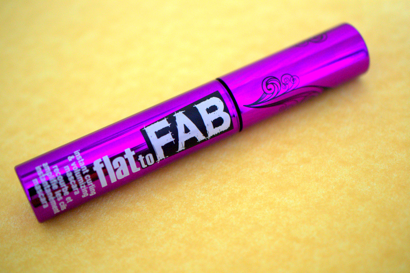 Mascara Monday: Hard Candy Flat to Fab Lash Building mascara