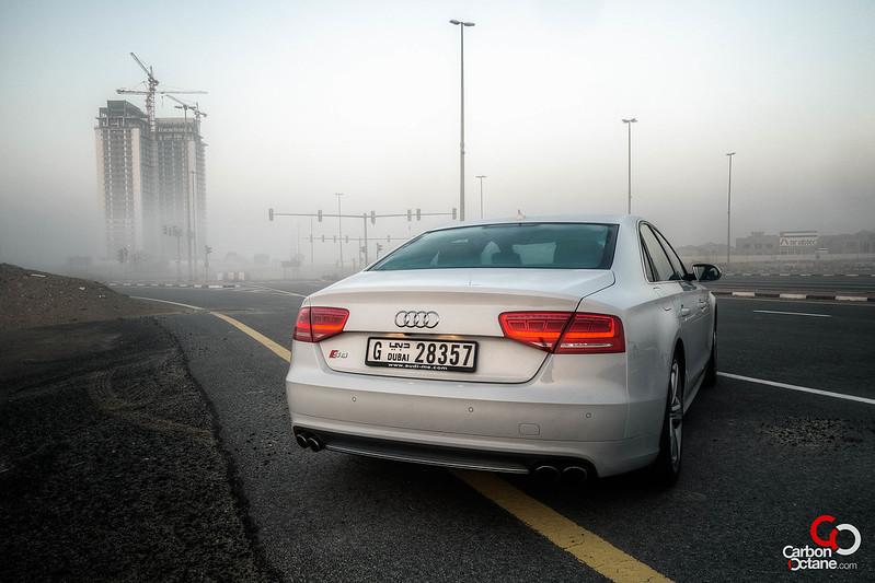 2013_Audi_S8-6.jpg