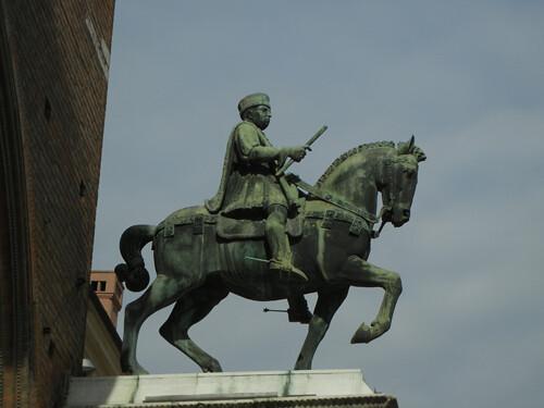 DSCN4030 _ Statue of Marchese Niccolo III d'Este, Palazzo Municipale, Ferrara, 17 October