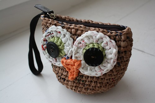plarn owl wristlet