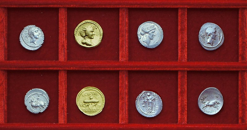 RRC 490 C.CAESAR Octavian, RRC 491 L.CESTIVS C.NORBANA aureus, RRC 494-23,24 P.CLODIVS L.LIVINEIVS Clodia, Livineia, Ahala collection Roman Republic