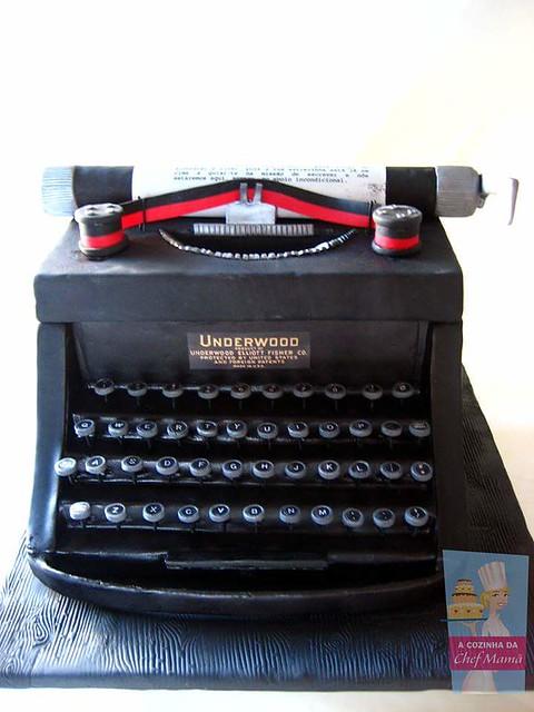 Typewriter Inspired Cake by Teresa Bacelar of A Cozinha da Chef Mamã