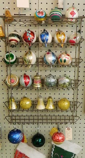 vintage ornament collection via homeologymodernvintage.com