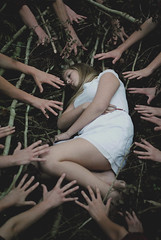 [Free Images] People, Women, Body Parts - Hands, People - Forest, Women - Lie Down ID:201211131400