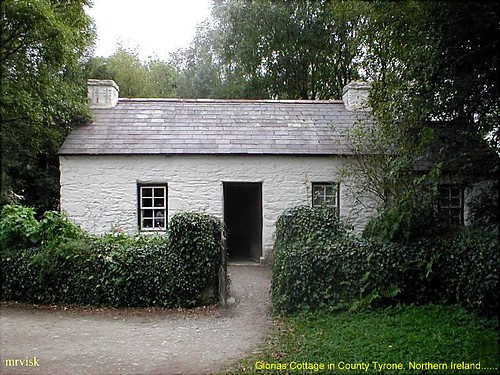 Irish Cottages.- Gloris's Cottage in County Tyrone, Northern Ireland.