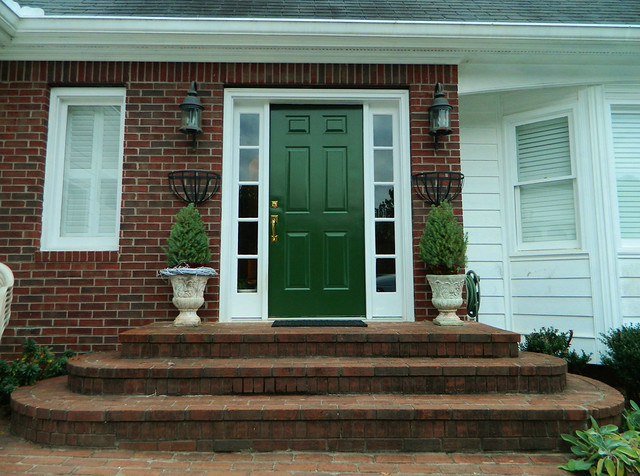 front entry door painted via homeologymodernvintage.com
