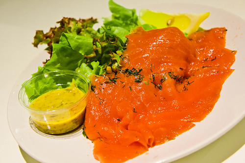 Marinated Fresh Salmon แซลมอนกรอวัดลักซ์