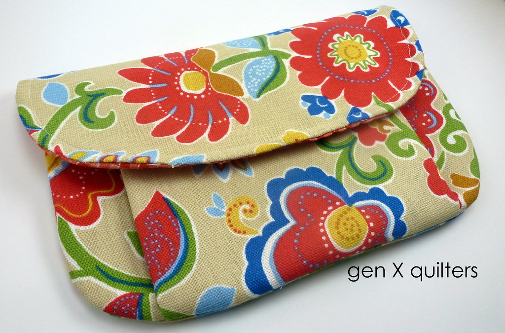 pleated pouch large by gen X quilters closed