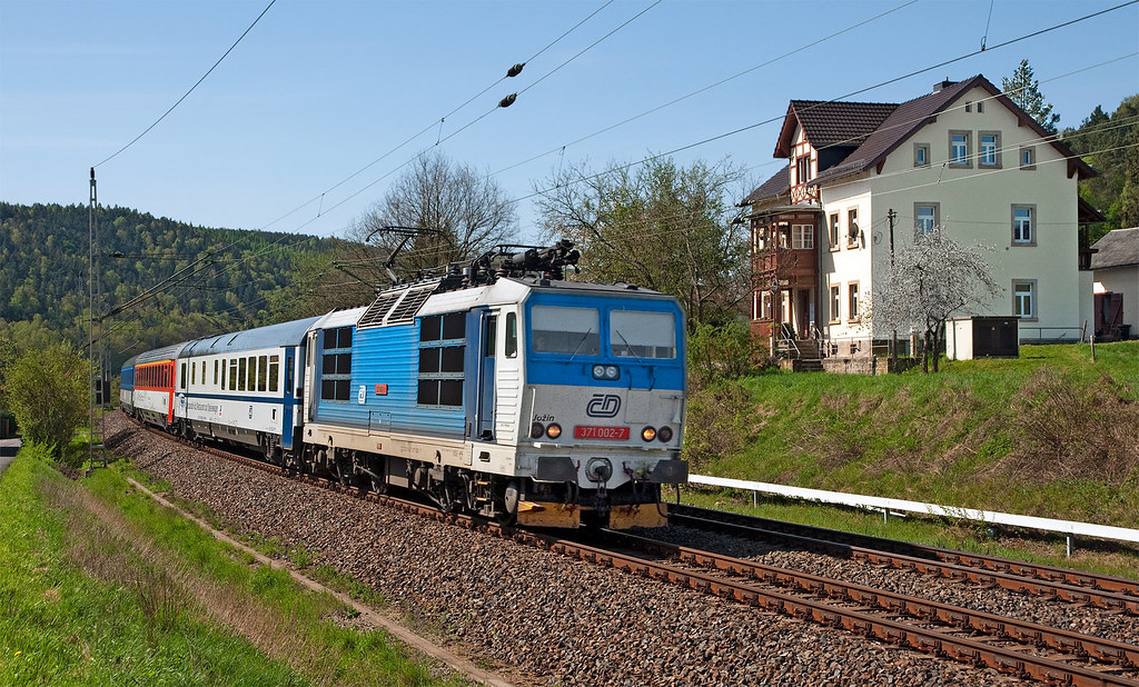 ČD 371.002-7 na EC 176