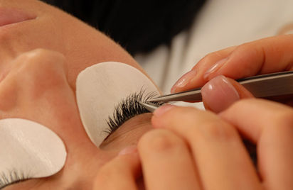LY Ibiza, One-by-One Semi-Permanent Eyelash Extensions