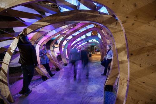 Похожий на коралловый риф павильон ColoniaTecne сверкает тысячами LED-ламп