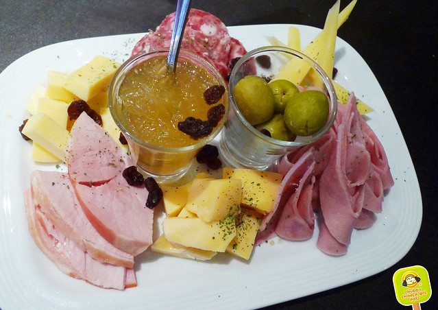 meat and cheese platter at Villa Mansa Wine Hotel