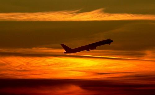 [フリー画像素材] 乗り物・交通, 航空機, 旅客機, 朝焼け・夕焼け, 橙色・オレンジ ID:201212130000