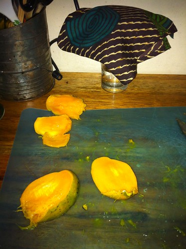 Cutting up Mangos