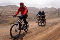 Bikerunde um den Jebel Toubkal, 4167 m, im Hohen Atlas  Anschließende Besteigung des höchsten Berges Nordafrikas mit Ski/zu Fuß Königstadt Marrakech - Suqs und Djamaa el Fna