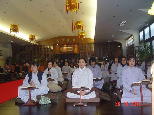 Hướng dẫn cách nhiếp tâm niệm Phật để không loạn