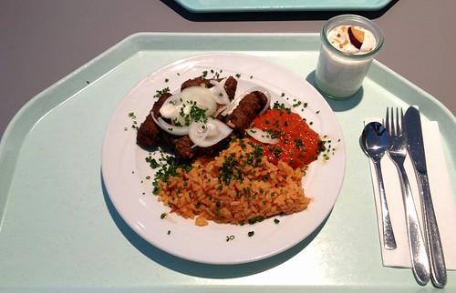 Cevapcici mit Tomatenreis, Ajvar & frischen Zwiebeln / �evapi with tomato rice, ajvar & fresh onions