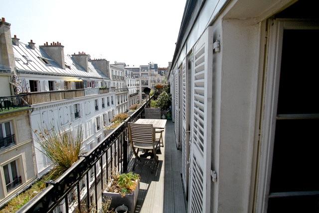 Balcony Boule Rouge