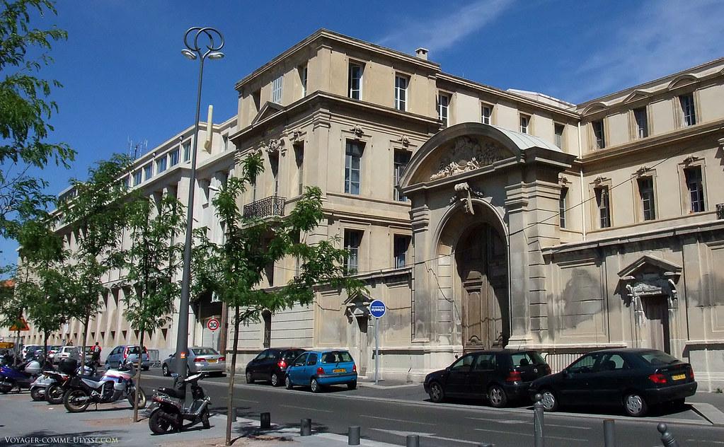 L'hôtel de Police, plus connu sous le nom de l'Evêché, se trouve juste à coté de la cathédrale de la Major.