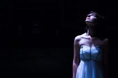 [フリー画像素材] 人物, 女性, ワンピース・ドレス, 人物 - 見上げる, アメリカ人 ID:201211172200