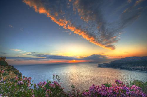 flowers sunset sea mer france clouds fleurs view purple cap cape provence nuages paysage cassis vue hdr coucherdesoleil canaille 3xp routedescrêtes seascaper
