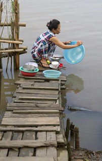 Doing the dishes, Vietnam