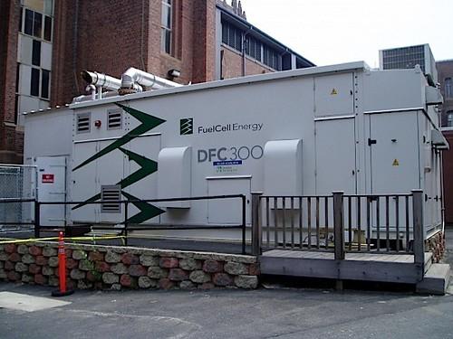 ЦОД Microsoft потребляет около 200 кВт. Он размещается в контейнере 3 х 7 метров. Контейнер в свою очередь располагается в паре шагов от водохозяйственного сооружения Dry Creek Wasterwater Reclamation Facility