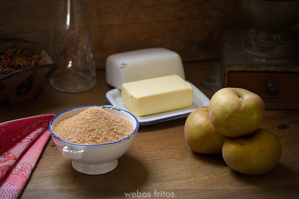 Manzanas, azúcar moreno y mantequilla