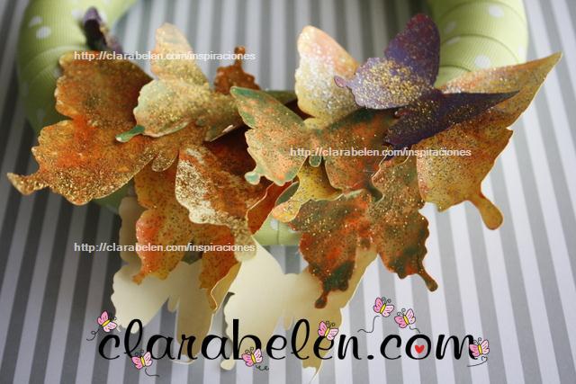 como hacer una corona de mariposas de cartulina y lazos para navidad