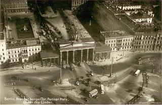 Berlin in about 1930: Brandenburg Gate, Paris Square and Unter den Linden Street. Old Postcard. Sammlung Eickemeyer/Berlin