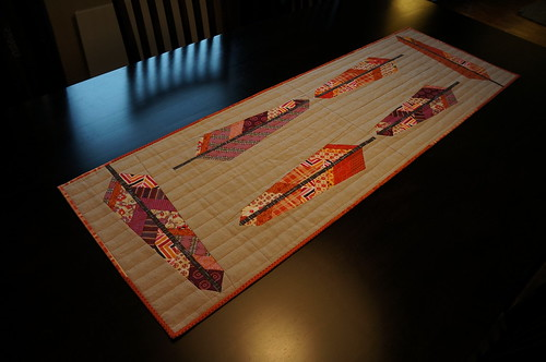 Feather-table-runner-ontable