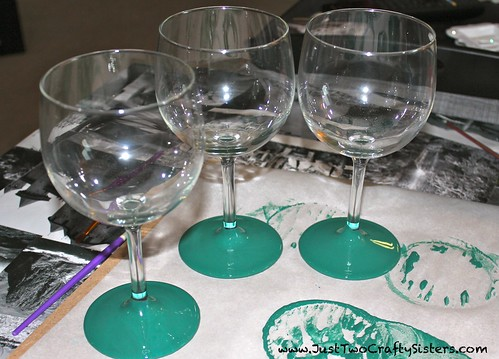 How to Make Christmas Wine Glasses