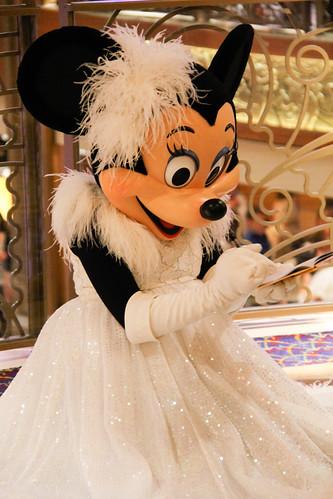 85/365: Minnie's Autograph