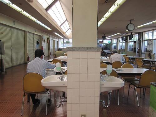 姫路競馬場食堂棟の手洗い場
