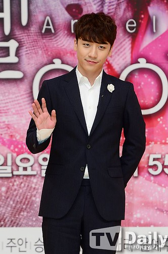 seungri_angel_eyes_press_conference_140403_018
