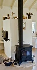 התנור מביתה של מעצבת הפנים תמי שלוש. זהו תנור נפש שעבר הסבה לתנור עצים. נעשה שימוש בדלת המקורית.