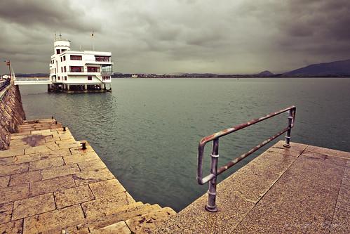 Luis a l pez fotograf a d as de lluvia bordeando el mar - Club nautico santander ...