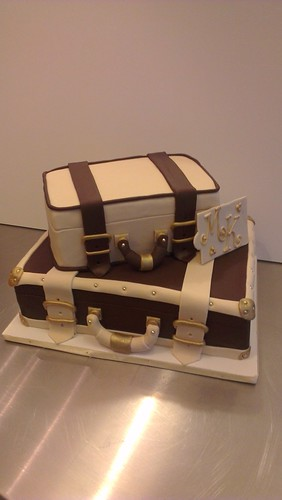 Suitcase Wedding Cake by CAKE Amsterdam - Cakes by ZOBOT