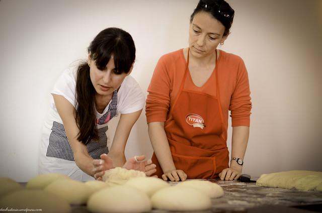 8169094800 b71f46fea3 z Poze si impresii de la atelierele de paine din Bucuresti