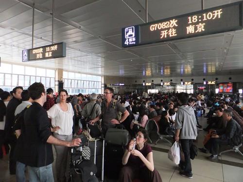 Avec Anne, André, Josiane et François à la gare de Shanghai